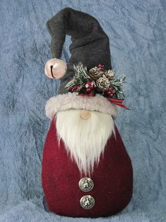 Ever since a visit to Denmark I really liked the Scandinavian Christmas gnomes (or tomte, nisse.) for decoration during the holiday period. Christmas Gnome, Christmas Sewing, Diy Christmas Gifts, Christmas Projects, Christmas Decorations, Christmas Ornaments, Christmas Christmas, Christmas Fabric Crafts, Gnome Ornaments