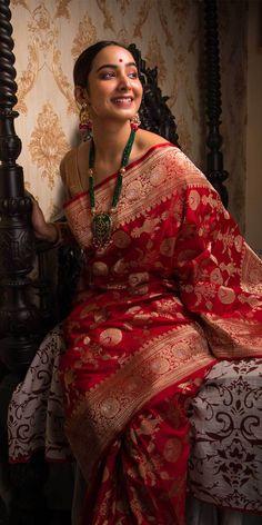 Red Saree Wedding, Asian Wedding Dress Pakistani, Bengali Wedding, Silk Saree Banarasi, Pure Silk Sarees, Saree Designs Party Wear, Wedding Sarees Online, Silk Sarees Online Shopping, Wedding Saree Collection