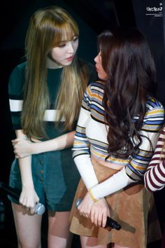 Moonbyul y solar South Korean Girls, Korean Girl Groups, No More Drama, Mamamoo Moonbyul, Solar Mamamoo, Rainy Season, Pop Fashion, Kpop Girls, Long Hair Styles