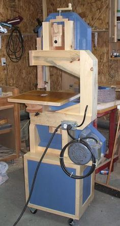 Woodworking saws and Jigs Woodworking Power Tools, Carpentry Tools, Woodworking Workshop, Woodworking Saws, Woodworking Projects, Diy Bandsaw, Bandsaw Projects, Bandsaw Mill, Wood Tools