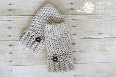 Make the Andy Crochet Hand Warmers by Rescued Paw Designs with Lion Brand Vanna\'s Choice! Free crochet pattern calls for just 1 balls of yarn (pictured in linen) and a size J crochet hook! Don\'t miss her matching cowl pattern too! Crochet Fingerless Gloves Free Pattern, Crochet Mitts, Free Crochet, Simple Crochet, Quick Crochet, Fingerless Mitts, Crochet Poncho, Crochet Scarves, Crochet Baby
