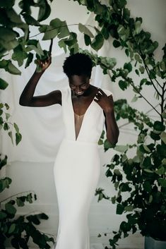 Organic, Minimal Wedding Inspiration for the Modern Bride Minimal Wedding Dress, Minimalist Wedding Dresses, Elegant Wedding Dress, Hippy Chic, Black Bride, Bridal Shoot, Brides And Bridesmaids, Beauty Editorial, Organic Beauty