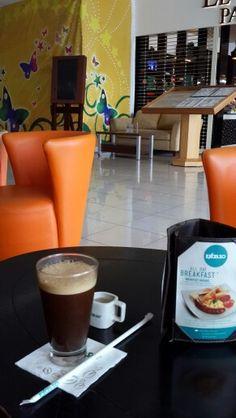 Secangkir es kopi excelso abis makan soto lamongan