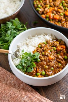 Easy Keema Curry (from www.slimmingeats.com) made with extra lean ground beef and just a few store cupboard spices for a blend of spices that add delicious flavours to this dish. Perfectly cooked stove top or in an Instant Pot. #curry #keema #beef #slimmingworld #weightwatchers Indian Food Recipes, Asian Recipes, Whole Food Recipes, Cooking Recipes, Healthy Recipes, Cooking Ideas, Healthy Food, Pressure Cooker Curry, Pressure Cooker Recipes