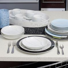 This ain't your mother's china pattern: Where can we find offbeat china? Dots Design, Plate Design, Eclectic Dinnerware Sets, China Sets, China Patterns, Dinner Sets, Salad Plates, Dinner Plates, Cup And Saucer