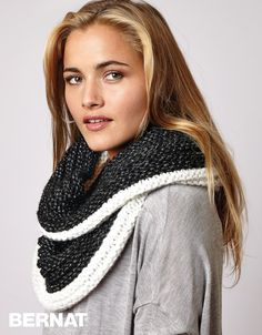 Contrast Ridged Cowl. - It's a knit pattern, but would look great in crochey, too!