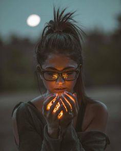Likes, 34 Kommentare - Creative Portraits ™ 🎭 Funktionen ( . - Thank god i'm a woman - Fotografie Creative Portrait Photography, Photo Portrait, Girl Photography Poses, Photography Contests, Creative Portraits, Light Photography, Amazing Photography, Photography Business, Portrait Pictures