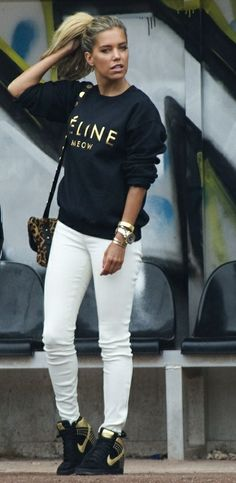 casual- love it all Indie Fashion, Daily Fashion, Fashion Models, Style Fashion, Sporty Outfits, Fashion Outfits, Womens Fashion, Sylvie Meis Style, Vogue