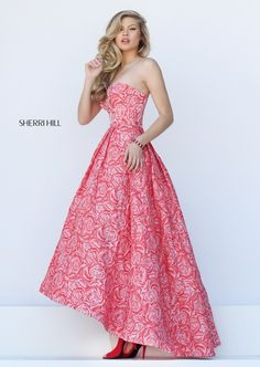 Sherri Hill dresses are designer gowns for television and film stars. Find out why her prom dresses and couture dresses are the choice of young Hollywood. Floral Prom Dresses, Event Dresses, Dance Dresses, Pretty Dresses, Homecoming Dresses, Strapless Dress Formal, Formal Dresses, Outfit Vestidos, Mode Rose