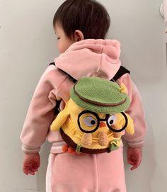 Shereo's crochet pattern+video tutorial of cute little chick backpack for kids Crochet Handbags, Crochet Purses, Crochet For Kids, Knit Crochet, Doll Patterns, Crochet Patterns, Crochet Backpack Pattern, Crotchet Bags, Kids Bags