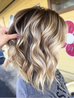 These 45 short bob hairstyles are worth trying – Page 15 – Hairstyle – Balayage Hair Blonde Hair With Highlights, Brown Blonde Hair, Hair Color Balayage, Blonde Balayage Bob, Blonde Honey, Honey Balayage, Medium Blonde, Honey Hair, Medium Brown