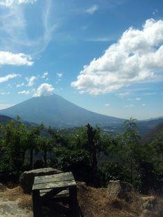 Volcan de Agua, visto desde Finca Filadelfia. Antigua Guatemala