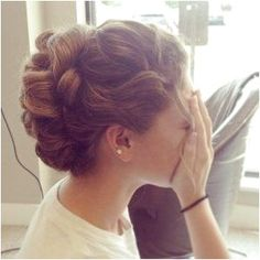 23 Cute Prom Hairstyles for 2019 - Updos, Braids, Half Ups & Down Dos - Style My Hairs Prom Hairstyles, Prom Hair Updo, My Hairstyle, Trending Hairstyles, Vintage Hairstyles, 1950s Hairstyles, Wedding Hairstyle, Hairstyle Ideas, Simple Prom Hair