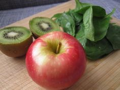 Apple, spinach and kiwi for green applesauce