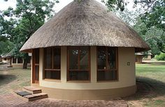 chalet-accommodation-kruger-national-park-south-africa Thatched House, Small House Plans, Glass Design, Modern House Design, Interior Architecture, My House, Gazebo, Home Goods, Sweet Home