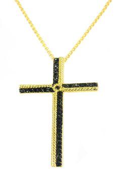 O crucifixo é icone do estilo Gótico, mas este modelo vem repaginado e mais sofisticado, você pode usá-la no dia a dia e na balada!