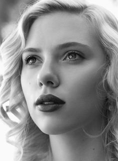 Black & white photography of actractive actresses | Black & White Face Scarlett