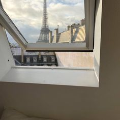 Imagem de paris, aesthetic, and france The Places Youll Go, Places To Go, Torre Eiffel Paris, Through The Window, Adventure Is Out There, Paris France, France Europe, France Travel, My Dream