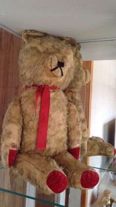 This is my Teddy bear 😊 got it about 33 years ago from at that time a lady who was 91 year and she got it when she was a kid 😊 do any know any thing about this bear? Please tell me 😁