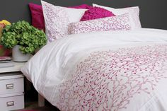 Fiore's enchanting field of dreams blooms are beautifully embroidered in bright fuchsia in different densities to give it an impressive stencil effect on a pleated snow white background. Fiore definitely captures the essence of impromptu elegance!    Consists of 50% cotton and 50% polyester, 220 thread count, embroidery and pleats.