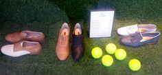 LOTTUSSE. Passeig de Gràcia, 13. La zapatería presenta todo el escaparate con césped artificial, imitando un campo de tenis incluyendo las pelotas que se utilizan para este juego.