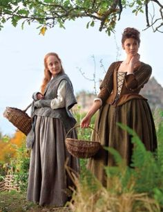 Caitriona Balfe (caitrionambalfe) and Lotte Verbeek on Twitter #outlander #outlander_starz