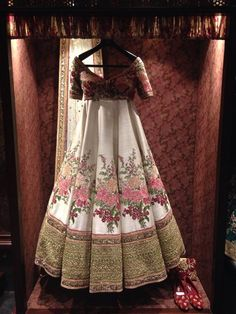 Wedding Dresses for Women - Find best Indian Bridal Dresses, Bridal Lehengas, Indo Western Outfits, Wedding dresses, Bridal Wear Designers in India on Weddingdoers. Indian Bridal Wear, Indian Wedding Outfits, Pakistani Outfits, Indian Outfits, Eid Outfits, Floral Outfits, Wedding Attire, India Fashion, Asian Fashion