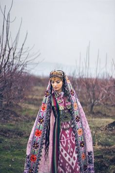 I've heard that the women in Tajikistan are even more beautiful than the winters are cold but I heard it from a Tajik :P Traditional Fashion, Traditional Dresses, Folk Costume, Costumes, Glamour Moda, Mode Simple, Beauty Around The World, Ethnic Dress, Central Asia