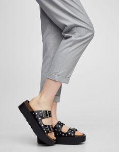 Sandália bloco com tachas - Sandália tacão - Sapatos - Mulher - PULL&BEAR Portugal