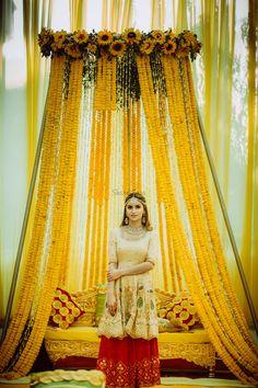 Whimsical Sikh Wedding of a Fashionista Bride & a Dapper Groom! Whimsical Sikh Wedding of a Fashionista Bride & a Dapper Groom! Desi Wedding Decor, Wedding Stage Decorations, Wedding Mandap, Sikh Wedding, Marriage Decoration, Wedding Ceremonies, Wedding Gifts, Indian Wedding Pictures, Indian Wedding Poses