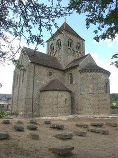 Château de Domfront, à voir à Domfront égalment l'église Notre-Dame-sur-L'eau