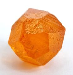 Spessartin Granat-Gruppe 9 : SILICATES (Germanates) A : Nesosilicates D : Nesosilicates without additional anions; cations in and/or greater coordination Cool Rocks, Beautiful Rocks, Minerals And Gemstones, Rocks And Minerals, Mineral Stone, Rocks And Gems, Stones And Crystals, Gem Stones, Art Nouveau
