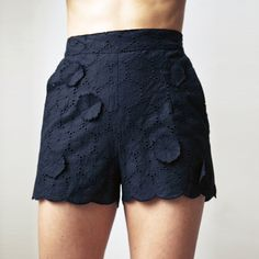{floral eyelet scallop shorts} utterly adorable! love me some eyelet :)