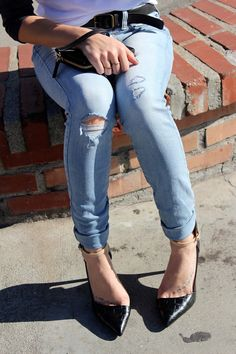 ripped jeans & pumps