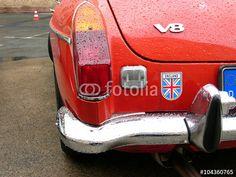 Roter englischer MGB GT V8 Sportwagen Klassiker aus den Sechzigerjahren in der Heyne Fabrik in Offenbach am Main