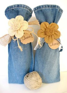 27 upcycling ideas for your old jeans! Bottle bag made of jeans trouser leg upcycling idea ideas sewing reindeer sustainable diy jeans old make new pimpen refashion what can you do from old jeans - Upcycled Crafts, Sewing Crafts, Sewing Projects, Repurposed, Sewing Ideas, Diy Projects, Artisanats Denim, Denim Purse, Raw Denim