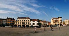Padova I wish I could turn back the time and study here a semester or two getting tipsy with aperol sprtiz on regular basis  #italy #italia #wanderlust #bellaitalia #blogtroterzy #iwish #spritz #veneto #ciaoitalia #cityscape #alpakamybags