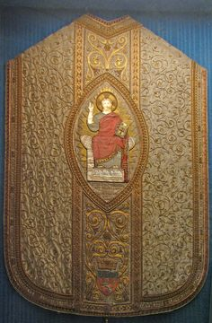 Vatican I chasuble The First Vatican Council opened on 8 December 1869 and this chasuble, a gift of the city of Lyons, was worn by Blessed Pope Pius IX at the opening Mass. The relic is kept in the museum of the Lateran basilica.