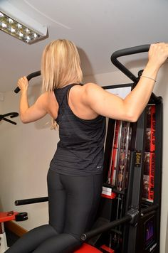 Female personal trainer Hayley gets asked a lot about the type of training she does and how she stays trim. She lifts weights: one of the key points that she says to clients time and again (whether men or women) is that not matter what your goal, if you want to become fit and healthy then you should life weights in the gym. Just cardio is not the answer even if your goal is to lose weight.