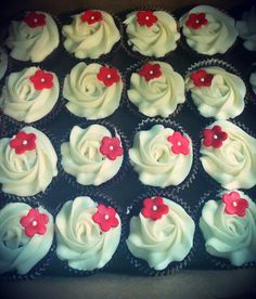 Red velvet with cream cheese frosting cupcakes with a cute marshmallow fondant flower. So adorable! I made this for a friend's baby shower 7/12/15