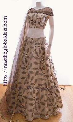 CHANIYA CHOLI 2019 Latest designer & custom-made Lehenga Choli online online.Browse our beautiful designer collection -featuring unique designs & embroidery! Available now in the USA, Canada & Australia! Indian Fashion Dresses, Indian Gowns Dresses, Dress Indian Style, Indian Designer Outfits, Indian Outfits, Indian Clothes, Emo Outfits, Indian Wear, Designer Dresses