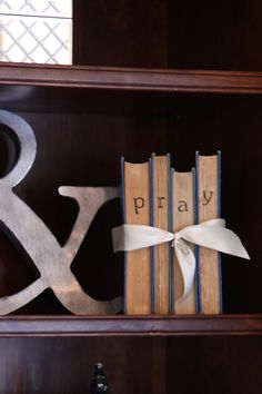 La*tee*da*kids: Simple Project - Decorating with BOOKS