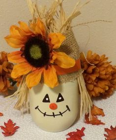 Decorated Mason Jar scarecrow mason jar by BulandsBathBoutique by wteresa Fall Mason Jars, Mason Jar Gifts, Mason Jar Diy, Mason Jar Pumpkin, Halloween Mason Jars, Adornos Halloween, Halloween Crafts, Jar Crafts, Bottle Crafts