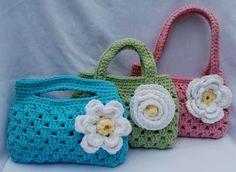 http://www.tangledhappy.com/2011/04/spring-inspired-boutique-bags.html        trapillo crochet patrón pattern gratis free