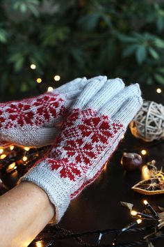 Scandinavian snowflakes knitted gloves, winter finger gloves, knit red snowflakes gloves, Christmas knit gloves gifts, gray boho gloves