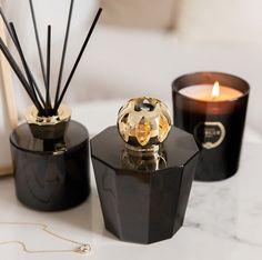 Geef je interieur een touch up en laat het tegelijkertijd heerlijk ruiken! Candle Diffuser, Black Candles, Black Crystals, Diffusers, Up, Decoration, Design, Home, Decor