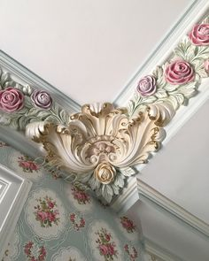 Photo by Victoria Timashova on October Gypsum Ceiling Design, Bedroom False Ceiling Design, Ceiling Decor, Wall Decor, Wall Design, House Design, Plaster Art, Decorative Mouldings, Wall Molding