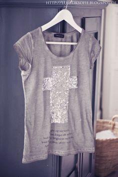 Villa Smilla Shirt grau Kreuz Gr.S/M - Villa Smilla. love it..xxx bureauofjewels/etsy and facebook XX