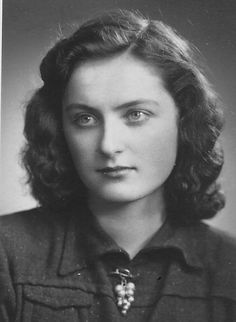 Charles' sister Vlasta (Jakubová) was born on March 1925 in Oždany, Slovakia. During World War II and the Cold War she was in the Czech resistance as a contact to her uncle, Colonel Josef Robotka. 1940s Actresses, Female Hero, Coming Of Age, Cold War, Military History, World War Ii, Wwii, Vintage Photos, Beautiful Women
