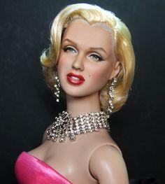 Doll Marilyn Monroe as styled and repainted by Noel Cruz Marilyn Monroe, Barbie Celebrity, Celebrity Look, Divas, Color Magenta, Poppy Parker, Vintage Barbie Dolls, Norma Jeane, Doll Repaint